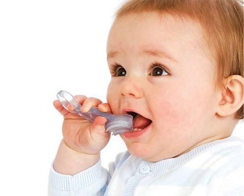 Как правильно чистить зубы ребенку от 0 до 3 лет