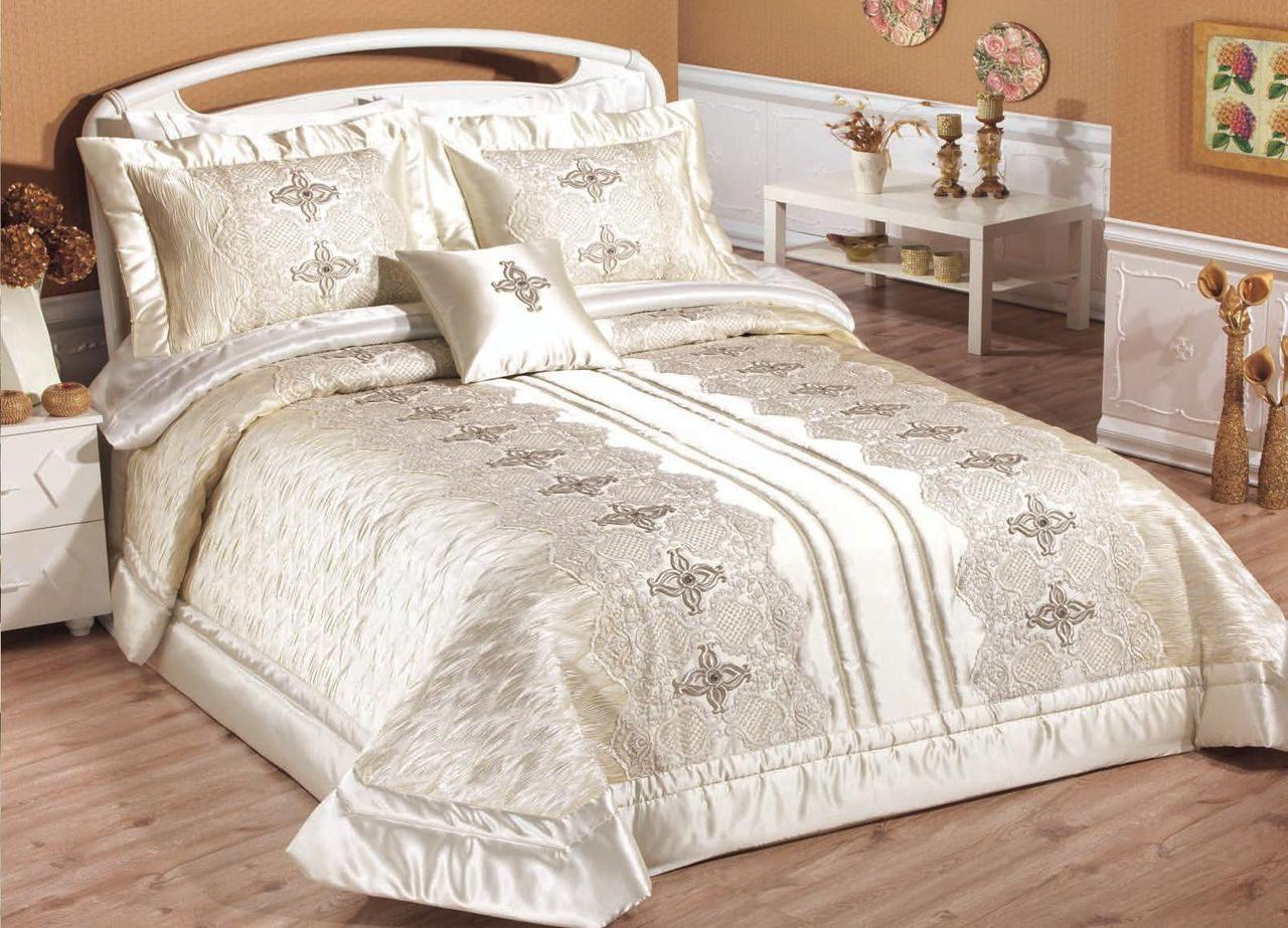 Атласные покрывала для спальни