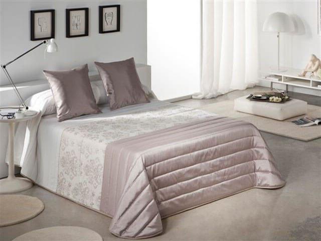 Вискозные покрывала для кровати в спальне