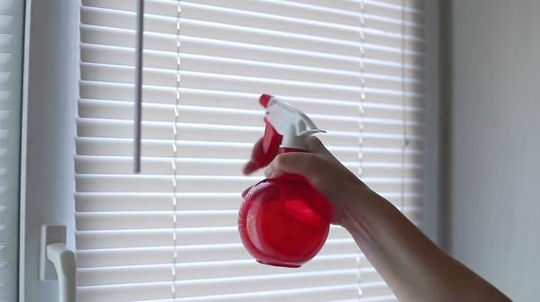 Чистка жалюзи в домашних условиях