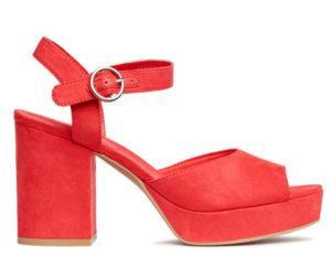 Ярко-красные босоножки на устойчивом каблуке от H&M за 1999 руб.