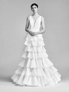 Платье с крупными воланами на юбке от Viktor & Rolf