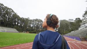 Спортивные наушники для динамичных тренировок