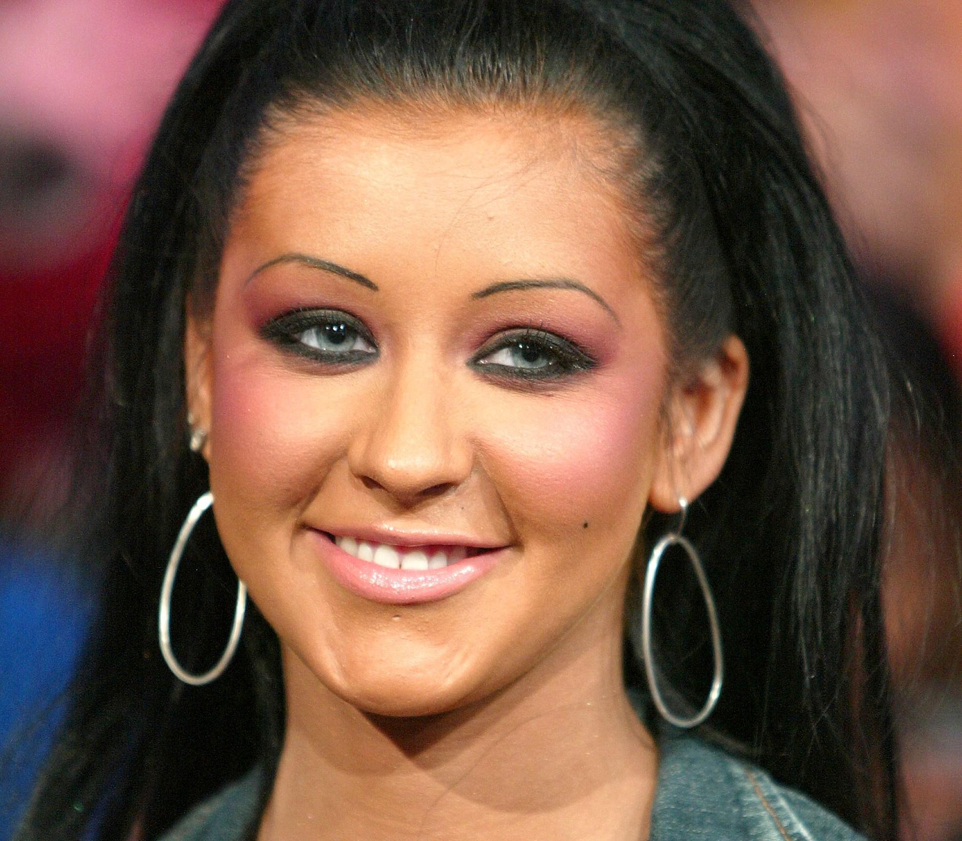 Кристина Агилера: несколько ошибок макияжа, главные из которых - неестественные брови и грубый макияж глаз