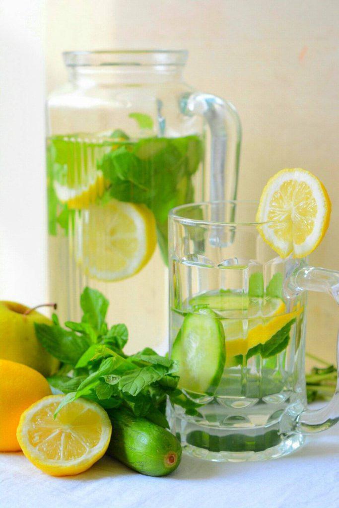 Детокс вода с лимоном и огурцом