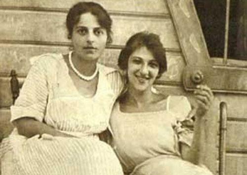Фаина Раневская (справа) с сестрой