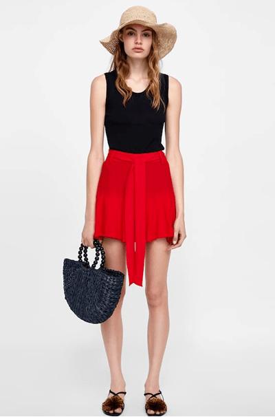 Яркая красная юбка из Zara