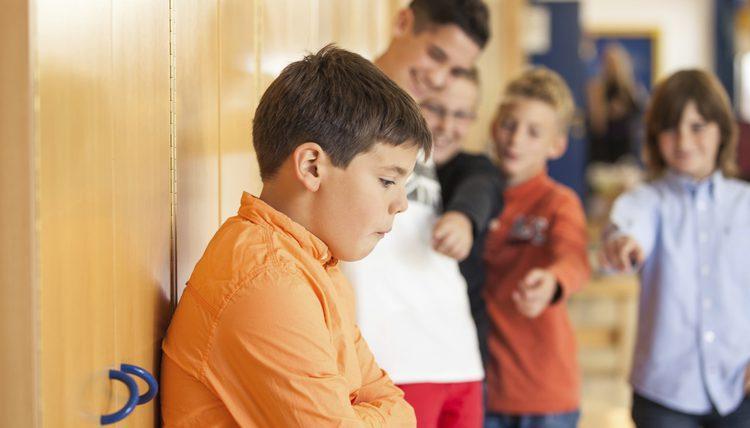 Буллинг, травля ребенка в школе - что делать