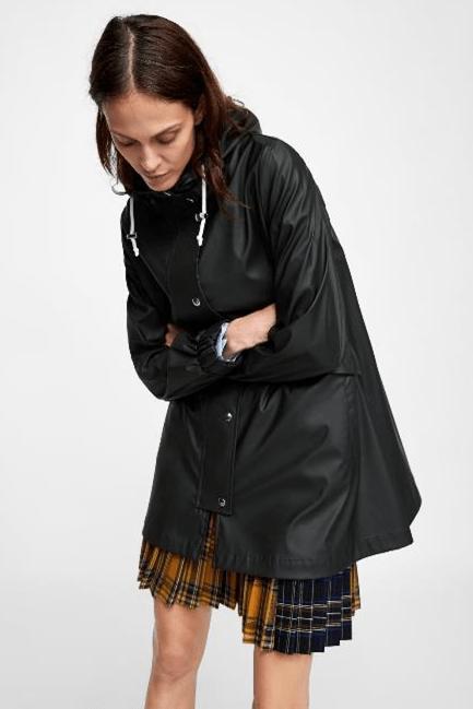 Дождевик с капюшоном из Zara