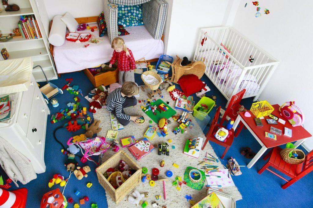 Как научить ребенка от 2 лет убирать свои игрушки