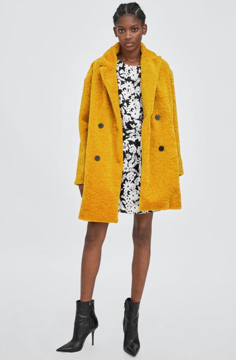 Пальто горчичного цвета из Zara