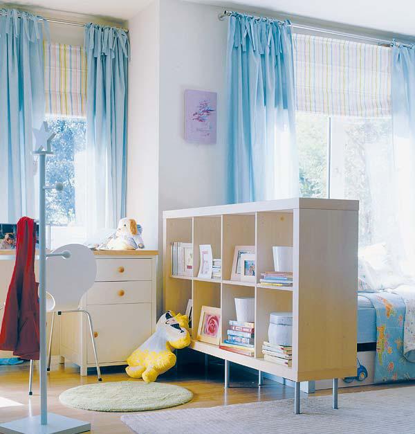 Стеллаж для зонирования комнаты родителей и детей вместе