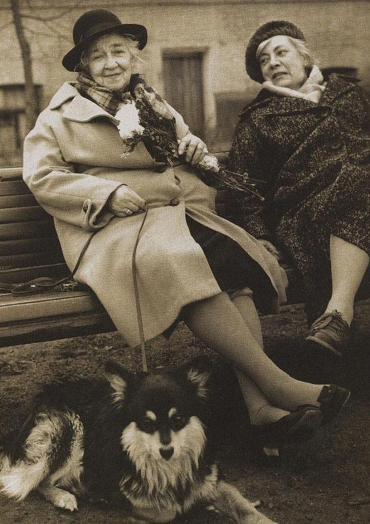 Фаина Раневская с сестрой и собака Малыш
