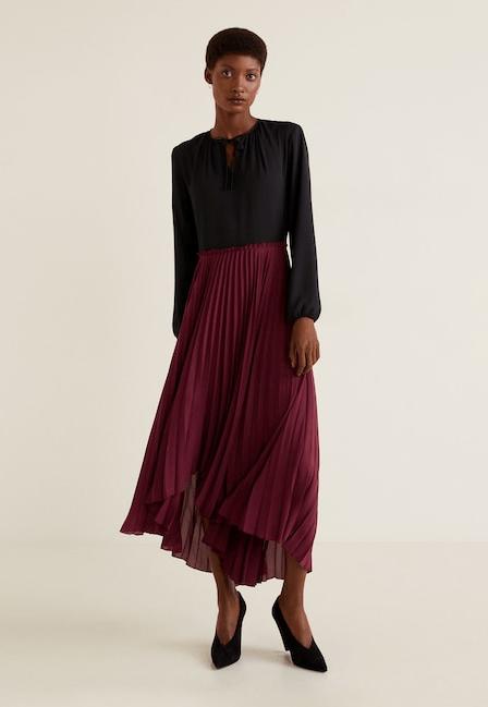 Платье с бордовой плиссированной юбкой