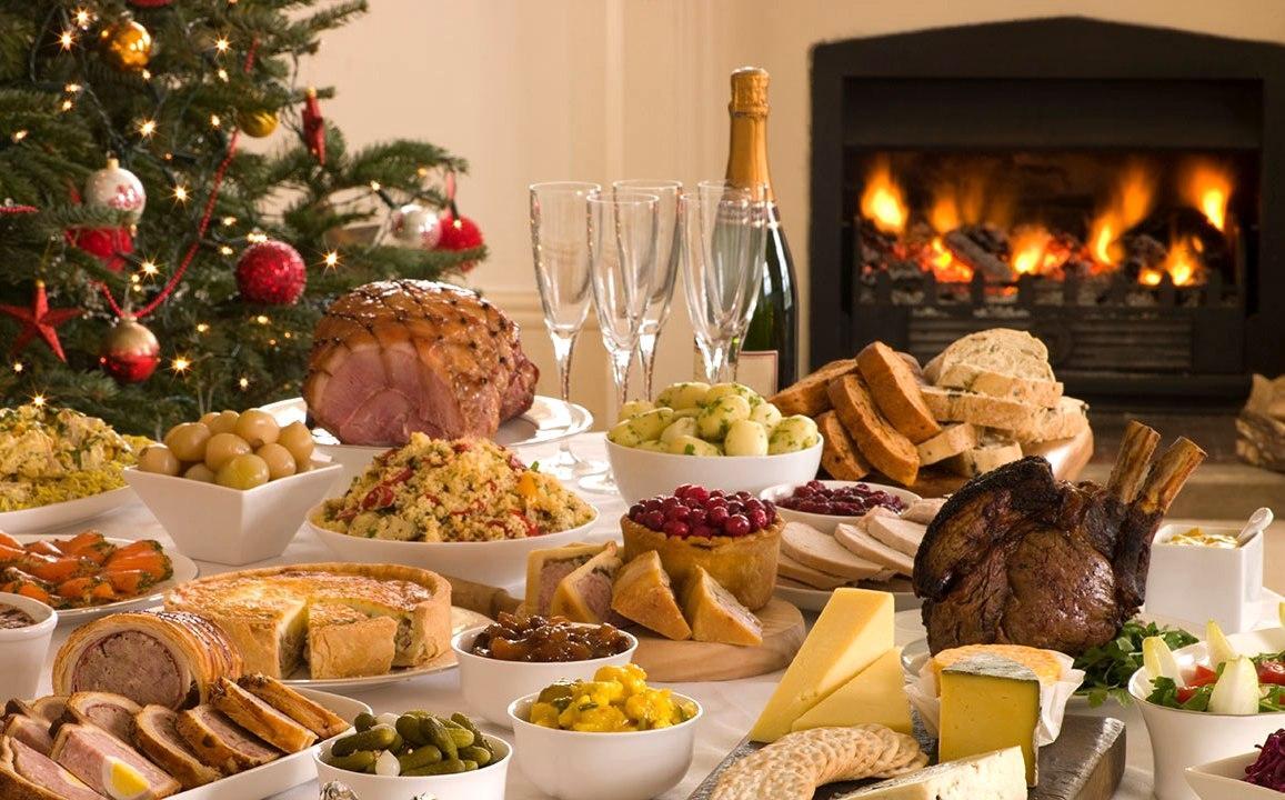 Рождественский стол для компании друзей