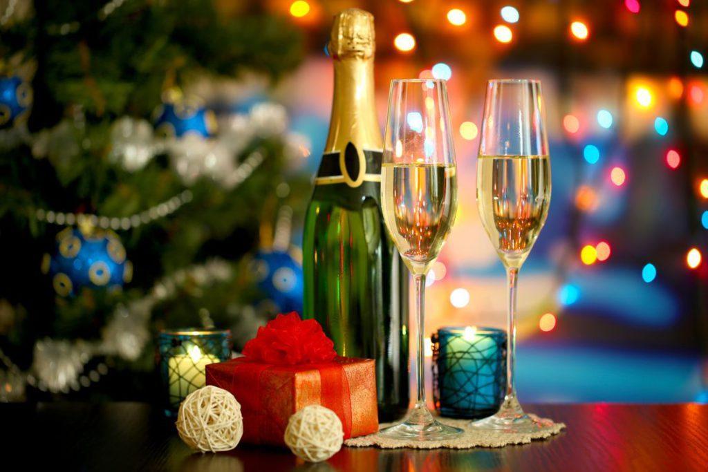 Шампанское на новогодний стол
