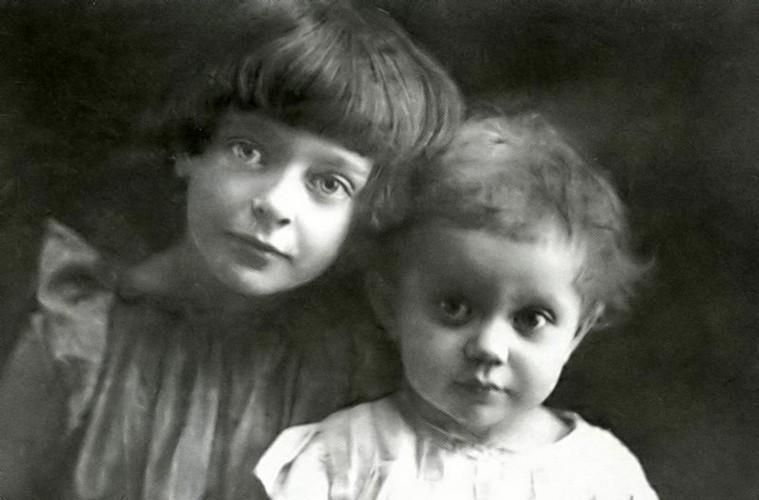 Дочери Цветаевой и Эфрона - Аля (Ариадна) и Ирина Эфрон