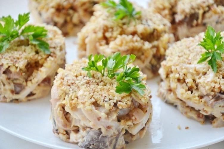 Закуска с кальмарами и шампиньонами