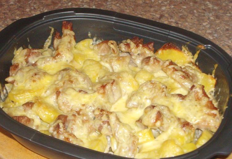 Запеченный картофель с курицей в сметане