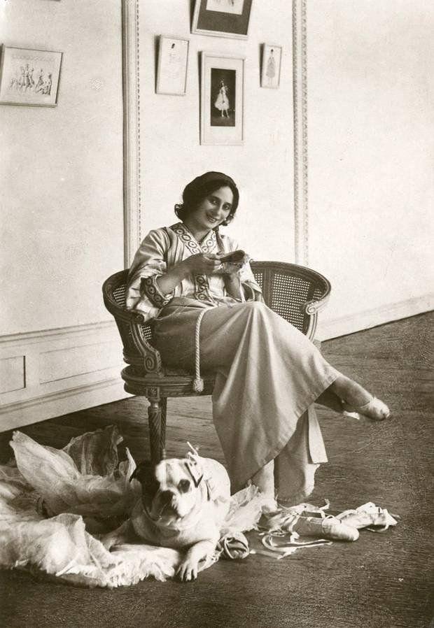 Анна Павлова с собакой