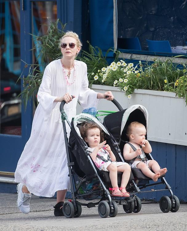 Кэри Маллиган с детьми