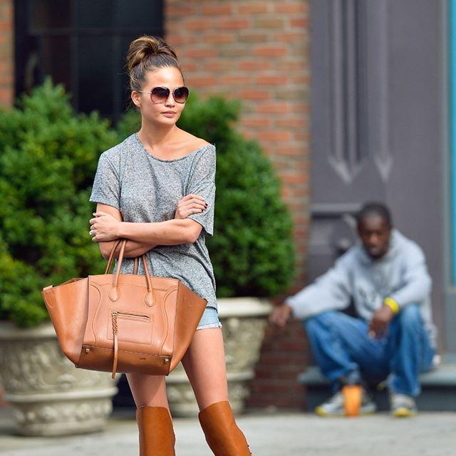 Крисси Тейген на улице