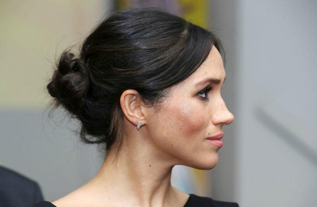 Прическа небрежный пучок из волос - это красиво