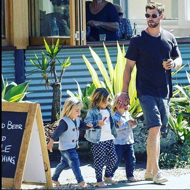 Крис Хемсворт с детьми