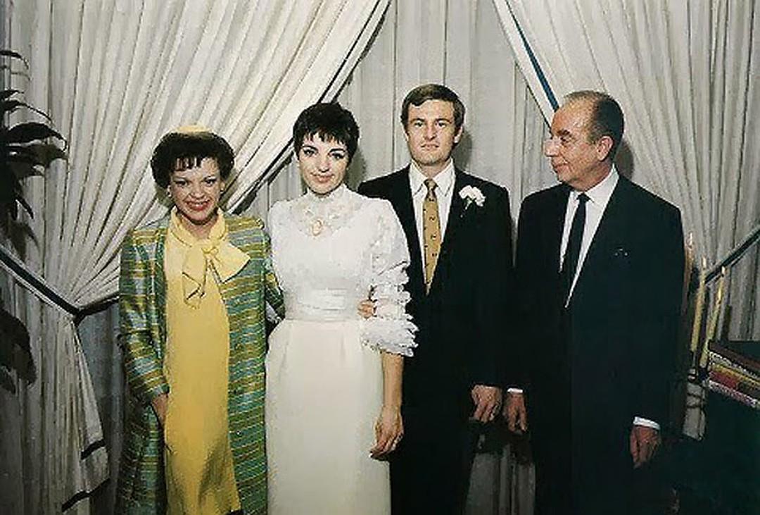 Лайза Минелли с Питер Аллен и родителями