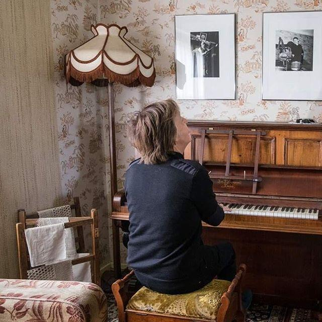 Пол Маккартни за пианино