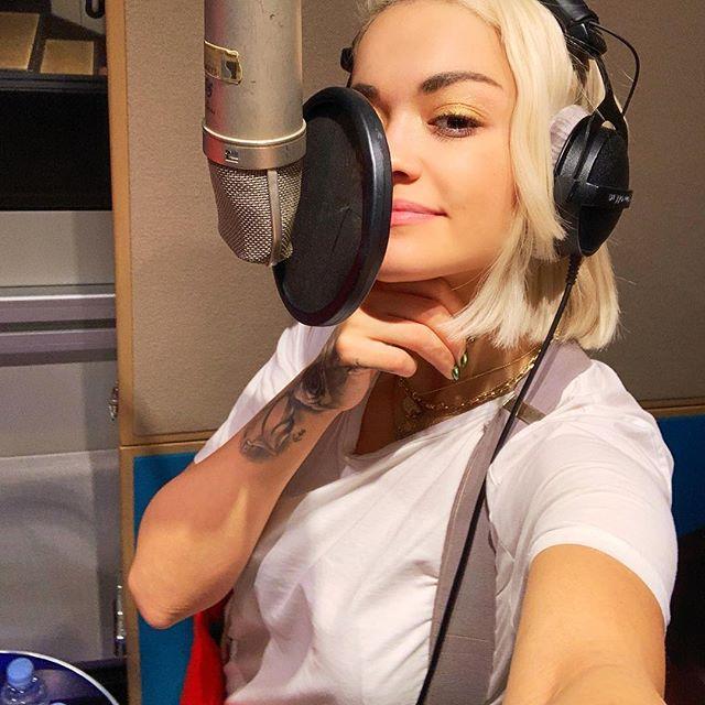 Рита Ора в студии звукозаписи
