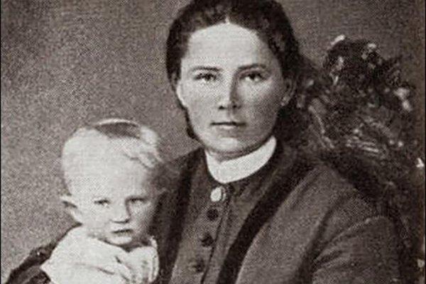 Софья Ковалевская с маленькой дочерью