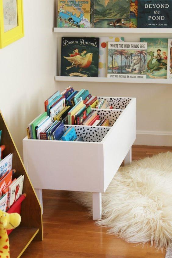 Комод или шкаф в детской для хранения игрушек и книг ребенка
