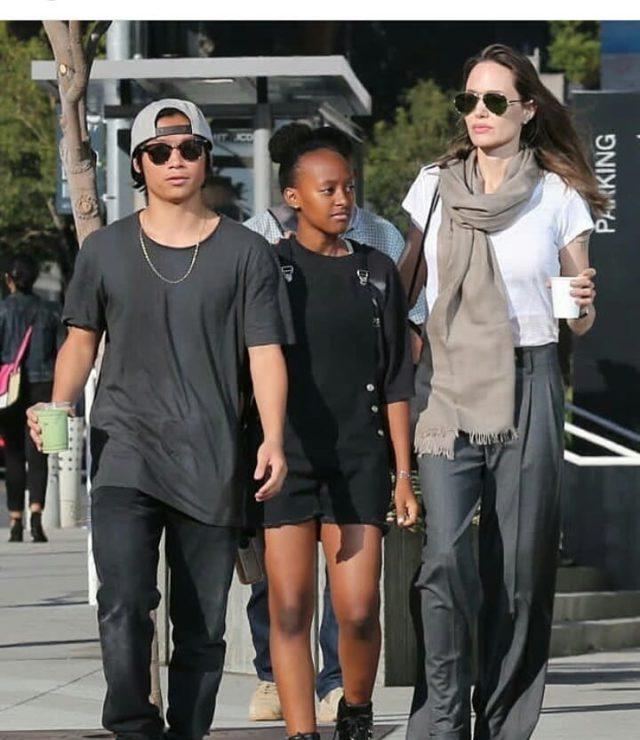 Анджелина Джоли со старшими детьми