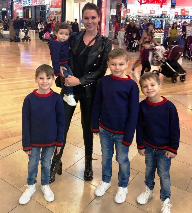 Даниэль Ллойд с детьми1