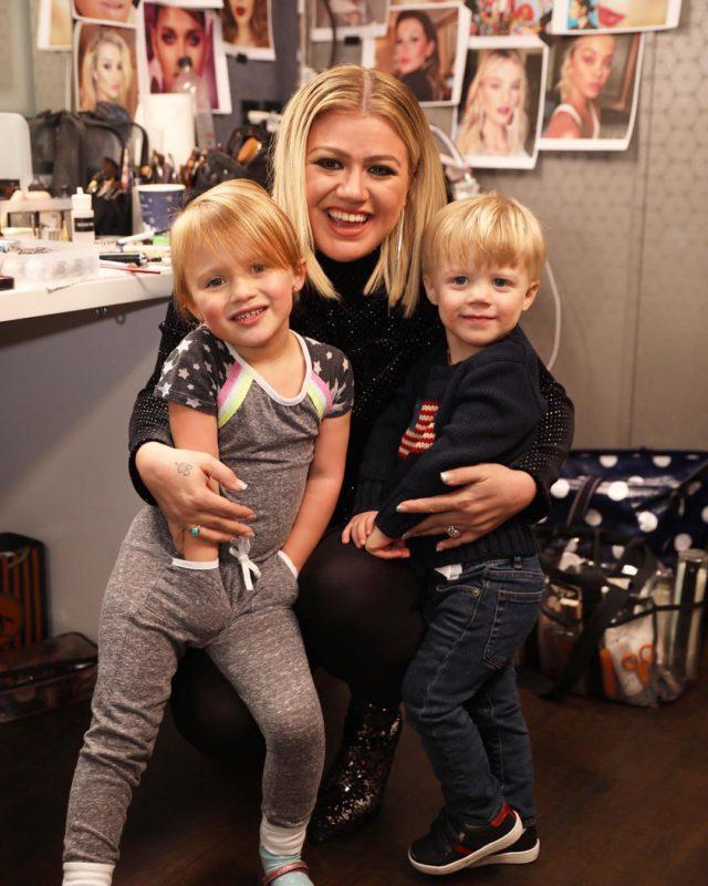 Келли Кларксон с детьми