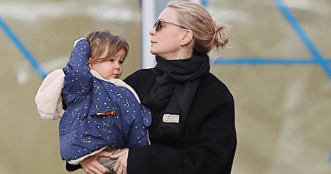 Кэри Маллиган с ребенком