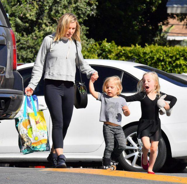 Кристен Белл с детьми