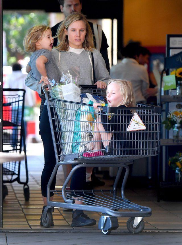 Кристен Белл с детьми1