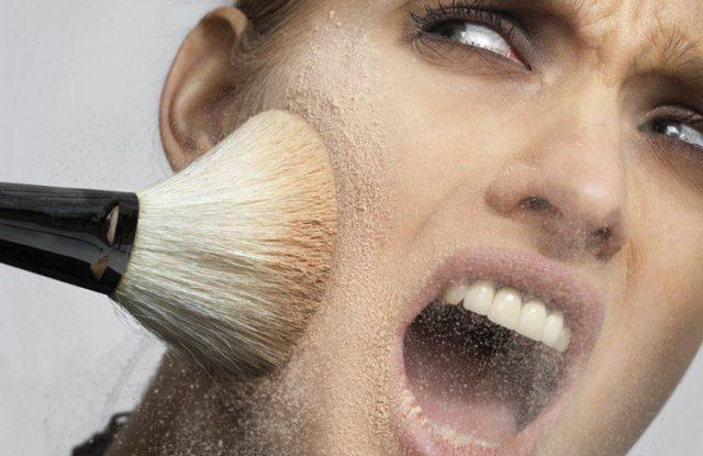 Косметика портит кожу лица
