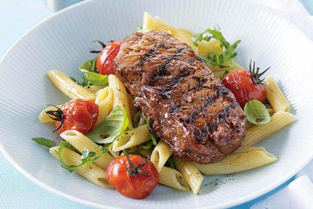 Мясо и макароны