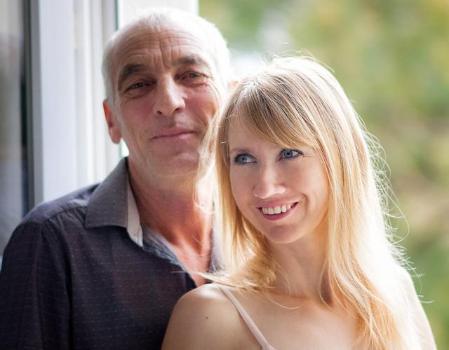 Отношения девушки с мужчиной намного старше - плюсы и минусы, шансы