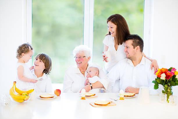 Молодая семья и бабушки - как распределить роли правильно