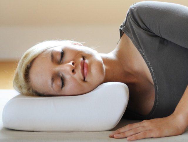 Плоская подушка для шеи
