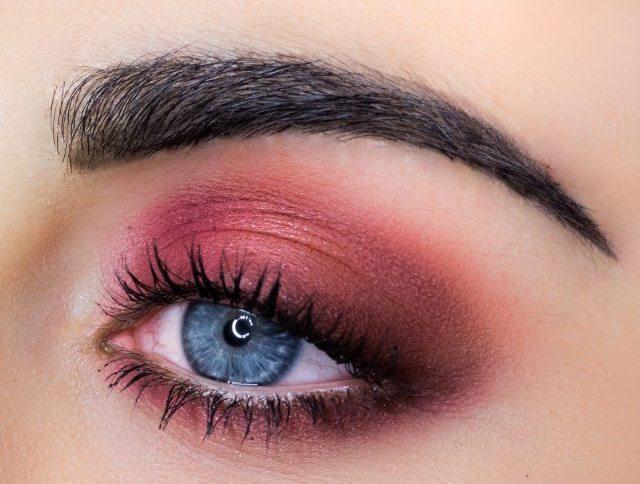 Розовые стрелки для серых глаз