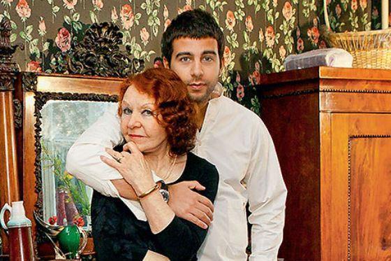 Иван Ургант с бабушкой Ниной Ургант