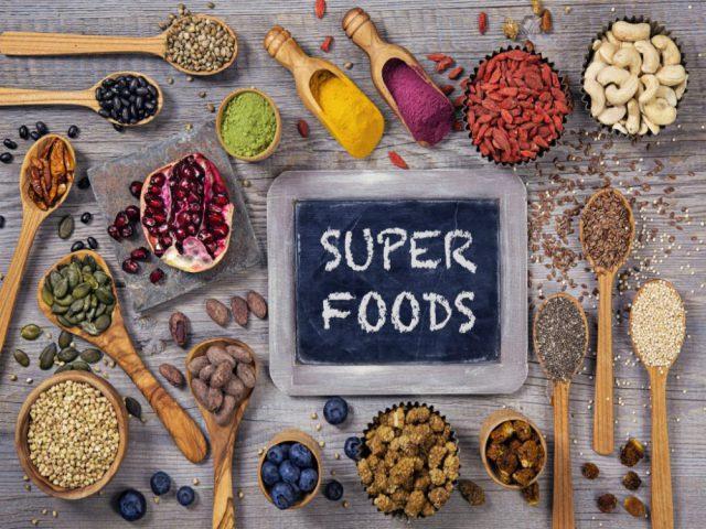 Битва суперфудов: модные и дорогие - против простых и дешевых