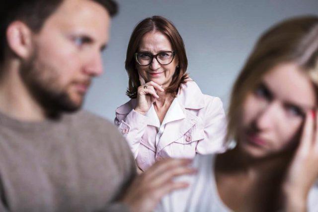 Свекровь, сын и невестка - отношения: психология и реальность