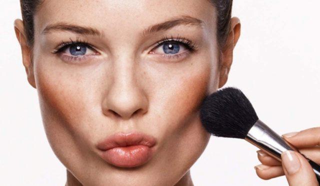 Растушевать макияж скул