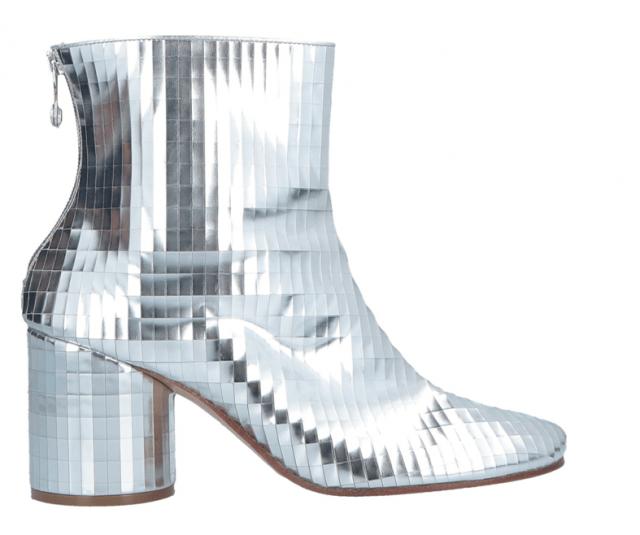 Блестящая обувь в космическом стиле